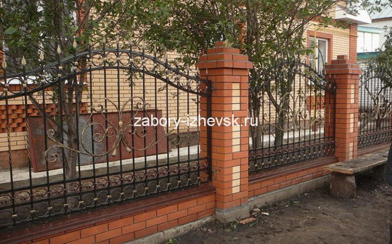 строительство заборов с ковкой в Ижевске